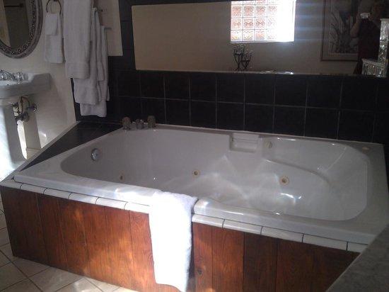 Sweet Magnolia Inn Bed and Breakfast : Whirlpool bath