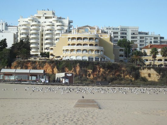 Hotel Oriental: View of hotel from beautiful beach