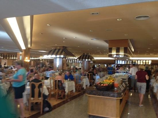 ClubHotel Riu Paraiso Lanzarote Resort: Butlins canteen style restaurant