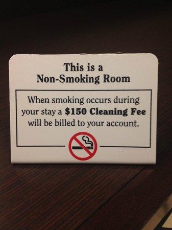 Embassy Suites by Hilton Tysons Corner : Non-smoking warning