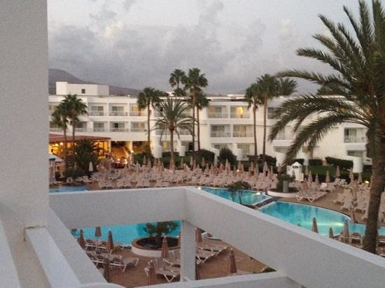 ClubHotel Riu Paraiso Lanzarote Resort: Sunbeds so close you can read your neighbours book!
