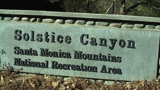 Solstice Canyon : Entrance sign