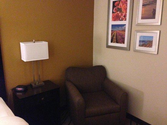 La Quinta Inn & Suites San Diego Carlsbad: Remodeled Room