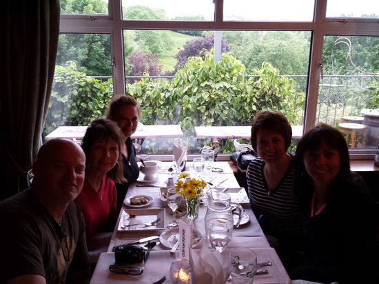 Burkes Bar and Restaurant: Enjoying a brilliant meal with a view!
