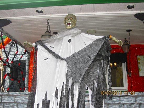 Creperie A La Gourmandise Bretone: Halloween decorations!