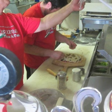 Toscana Pizza and Pasta: Pizza making