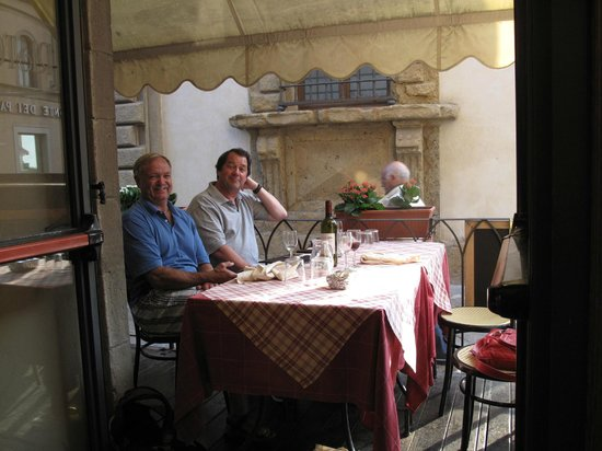 Trattoria Bada Ganzo: Looking from inside out