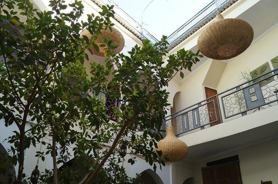 RIAD JARDIN DES REVES : Vue de la piscine sur le Starh