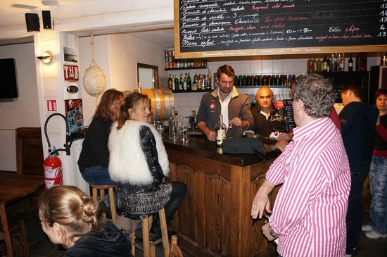 La Chanterelle Bar Restaurant : Cozy and fun restaurant. Private events could be organised in the evenings