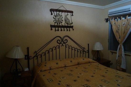 Hotel Hacienda del Sol : la habitacion