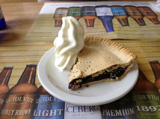 Earl's: blueberry pie