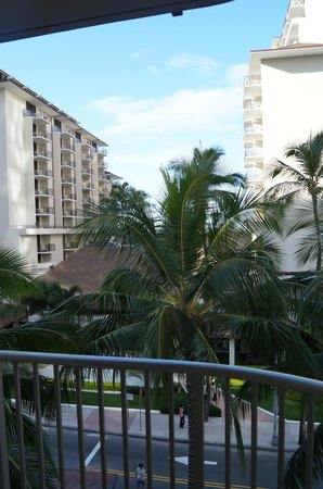 Embassy Suites by Hilton Waikiki Beach Walk : View from our balcony