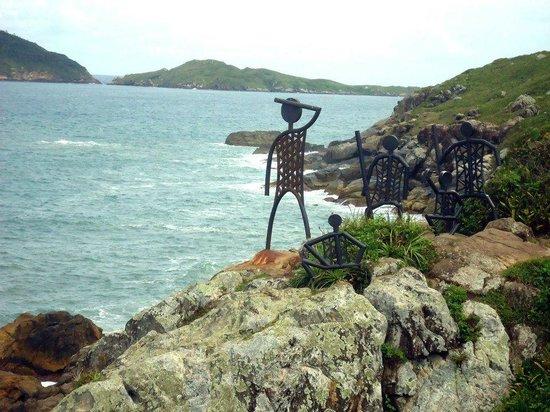 Praia do Santinho: Esculturas