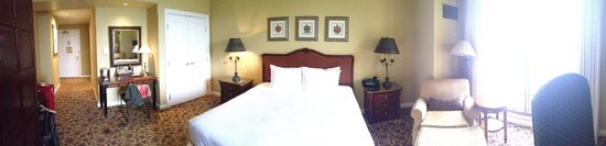 Green Valley Ranch Resort and Spa: King Deluxe Room