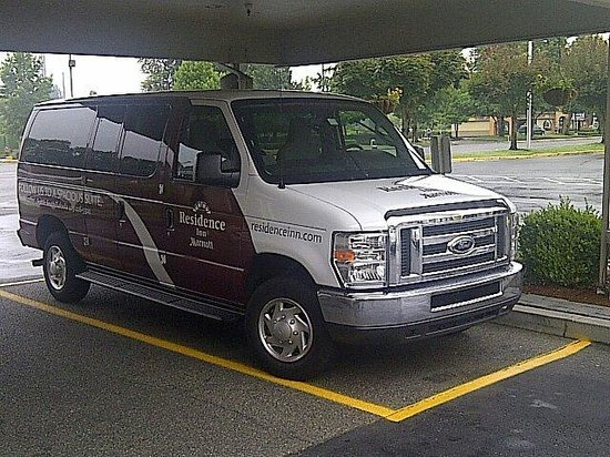 Residence Inn Seattle South/Tukwila : Complimentary pick-up/drop-off van.