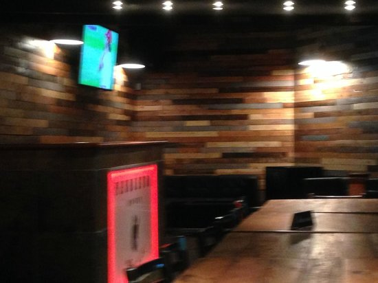 Mac's Bar and Grill : A cozy corner for groups.