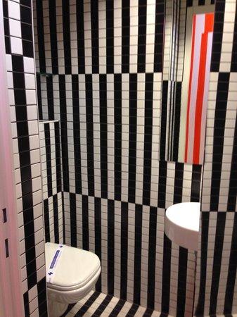 Boutique Hostel Forum : THe bathroom