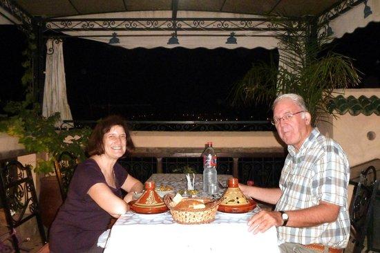 Riad La Bague de Kenza : tagine supper on rooftop