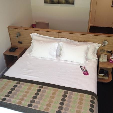 Crowne Plaza Hotel Canberra: Very Comfy Bed.