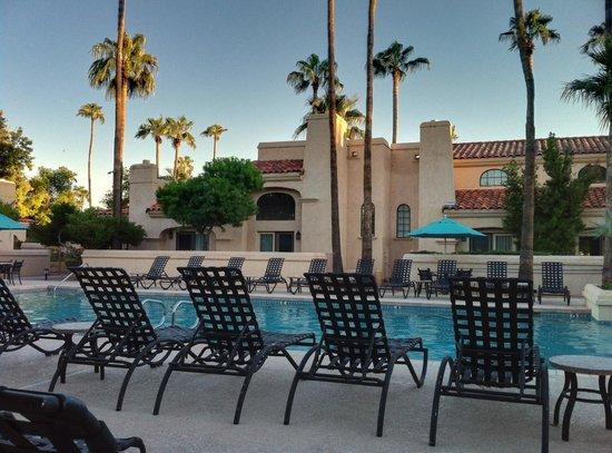 Scottsdale Plaza Resort : poolside room with bi-level suite