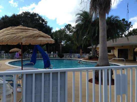 Sunshine Travel RV Resort: Heated Pool