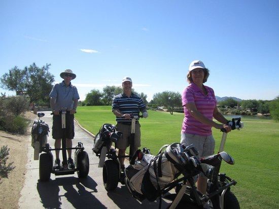 The Westin Kierland Villas: Yes ... Segways on the golf course!