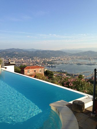 Le Ville Relais: Vista maravilhosa da piscina