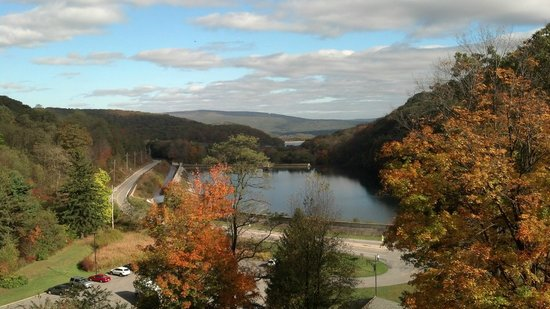 Horseshoe Curve National Historic Landmark : The view looking away from the trains.
