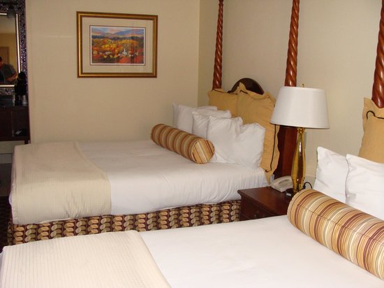 Shular Inn Hotel: 2 queen beds