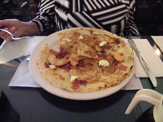 Dutch Pancake Cafe: apple/bacon!!!