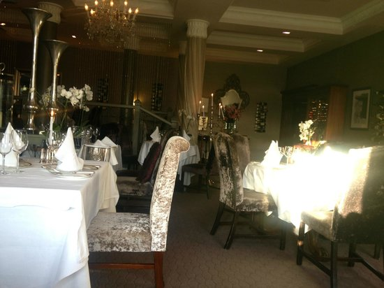 Orchids Restaurant at Hayfield Manor : Romantic