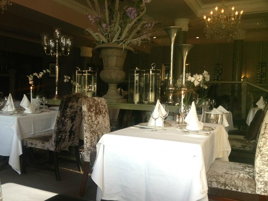 Orchids Restaurant at Hayfield Manor : Such a lovely place!