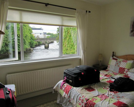 The Bridges Bed and Breakfast : Our room & view