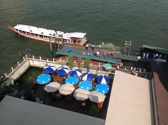 Navalai River Resort: Ferry wharf and restaurant