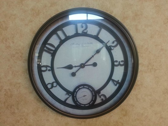 Hampton Inn & Suites Palm Coast: Clock