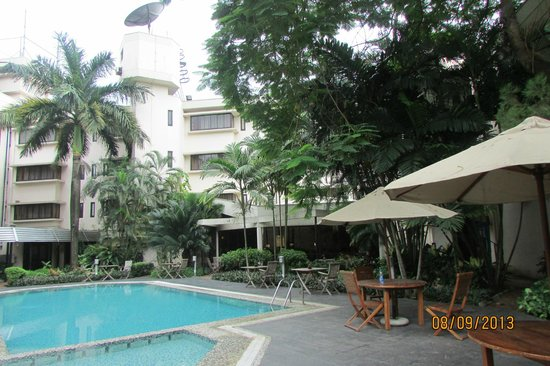 The Moorhouse Ikoyi Lagos - MGallery Collection: desayuno a orillas de la piscina...