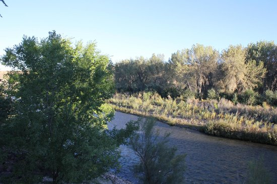 Lark Landing B & B: Our view of the Arkansas River from the bedroom deck