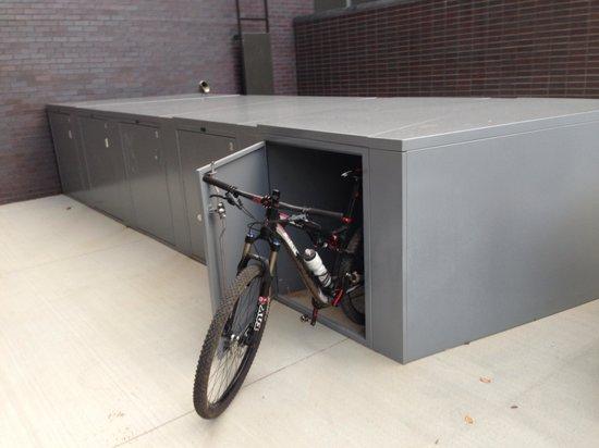 21c Museum Hotel Bentonville: Bike lockers