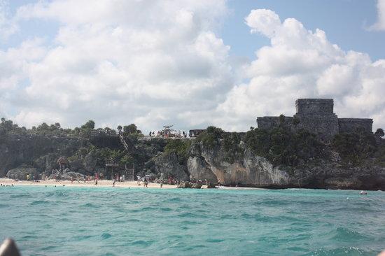 Playa Maya vista desde el mar