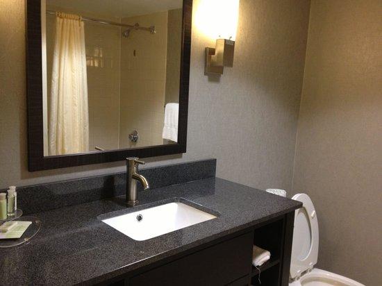 Best Western Plus Roswell/Alpharetta: Bathroom