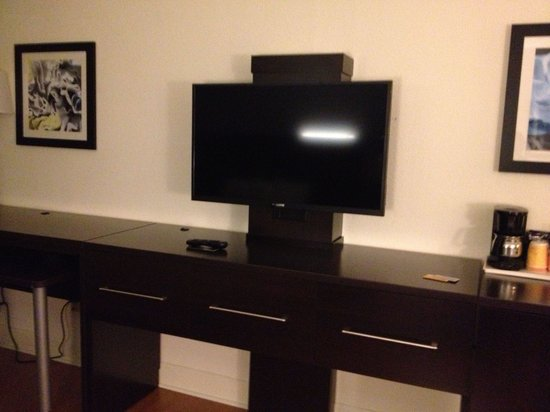 BEST WESTERN Plus Roswell/Alpharetta: Tv, coffee maker, mini fridge