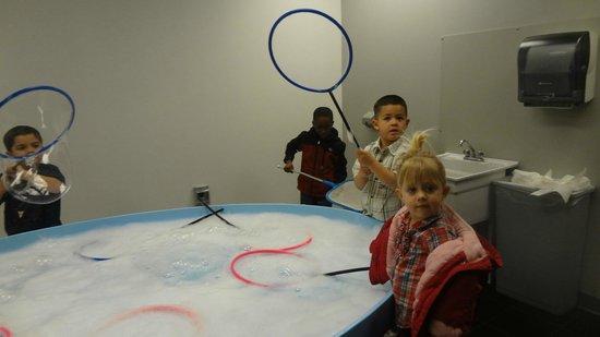 Explora Science Center and Children's Museum of Albuquerque: Bubble area