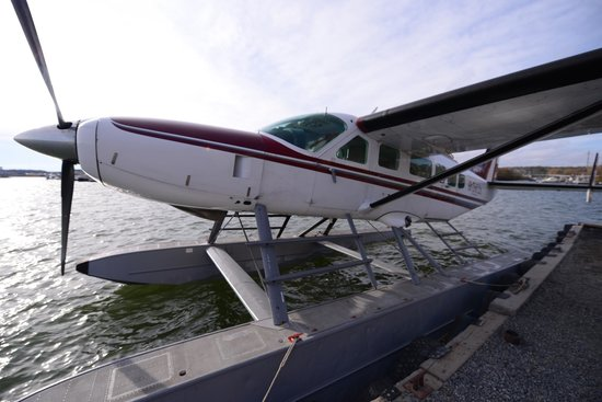 Blachford Lake Lodge: float plane