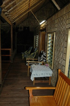 Zipolo Habu Resort: Deck seating