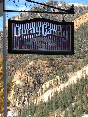 The Candy Co.: Location is all this place had going for it