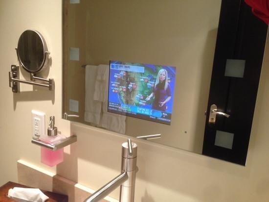 Copper Point Resort : tv in bathroom mirror