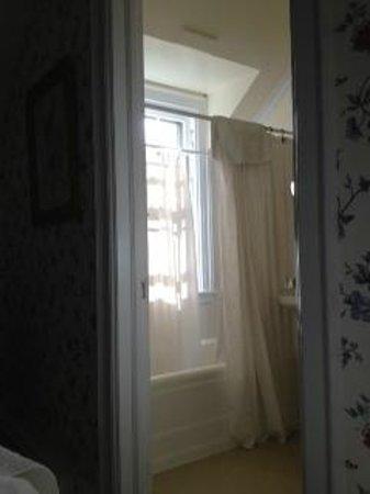 Ram's Head Inn: en suite Bathroom