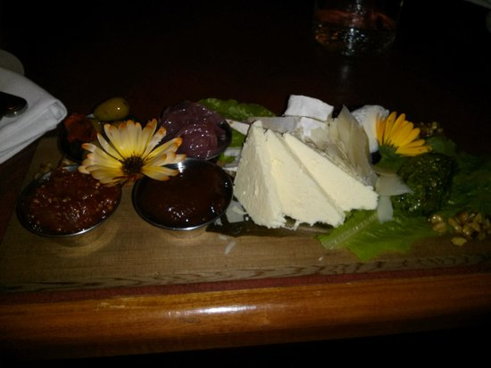 Harbour House Restaurant : cheese tray