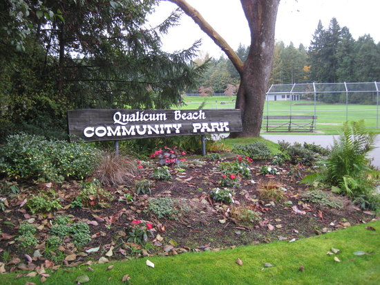 Qualicum Beach Community Park : This sign tells you you're in the right place.