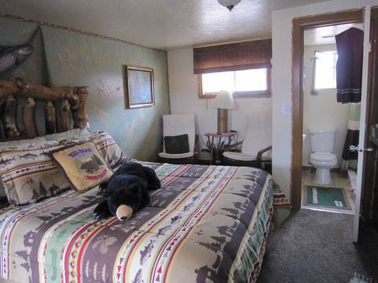 Cowboy Country Inn: The bed